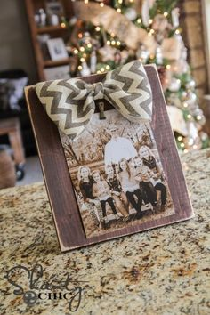 Bow Picture Frame DIY @ DIY Home Cuteness