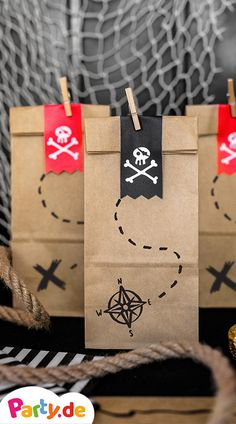 Pirate Party Decoration Piraten Party Dekoration He's a captain! Pirate Birthday, Pirate Theme, Pirate Party Decorations, Decoration Party, Birthday Party Themes, Party Planning, Party Invitations, Set Sail, Pirate Crafts