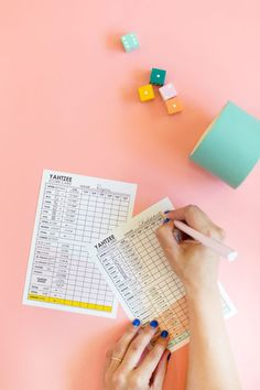 DIY Yahtzee Game | lovelyindeed.com