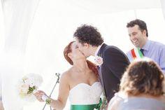 Kiss Bride & Groom - bouquet and bottonhole in green and soft pink - ttp://www.fantasiaromantica.com Wedding Destination Photographer: Florence Europe   Martina Fabrizio Wedding in a Tuscan villa   http://www.tastino0.it