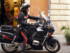 Italian Policeman (Carabinieri). In Italy, even the cops have style :)  Lifestyle photography – www.ninovia.com