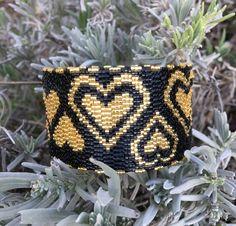 Bracelet anneau noir à cœurs dorés : Bracelet par ketiko