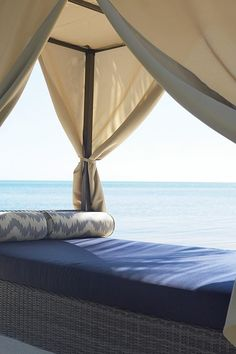 Naples Outdoor Canopy Bed