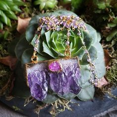 Bekijk dit items in mijn Etsy shop https://www.etsy.com/nl/listing/234344417/amethyst-necklace-with-a-little-druzy