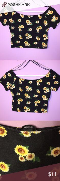 Sunflower Crop Top🌻 Forever 21 Black Sunflower Crop Top - very flattering, gently used! Forever 21 Tops Crop Tops