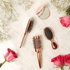 Your wedding day is almost here and now you're looking at accessories, makeup, and hair. Rose Gold Accessories, Hair Accessories, Ideas Para Logos, Hair Salon Quotes, Gym Bag Essentials, Rose Gold Decor, Valentines Day Makeup, Rose Gold Hair, Salon Design
