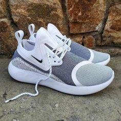 Fashion Tennis Shoes Outfit Black Sneakers Source by Shoes Fashion Nike Shox Nz, Nike Tennisschuhe, Nike Air, Slip On Tennis Shoes, Tennis Shoes Outfit, Tennis Dress, Sneaker Outfits, Nike Metcon, Sneakers Fashion
