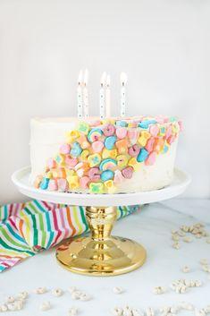 Fun Cupcakes, Cupcake Cakes, Lucky Charms Marshmallows, Lucky Charms Cereal, Cereal Milk, Milk Cake, Funfetti Cake, Milk Recipes, Cake Toppings