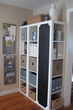 i love ikea! and I especially love seeing how people use ikea products and turn them into something individual. 3 bookcases from Ikea - one turned sideways & painted w/ chalkboard paint. Ikea Regal Expedit, Ikea Expedit Shelf, Kallax Regal, Ikea Kallax, Expedit Bookcase, Bookcases, Bookshelf Storage, Bookshelf Ideas, Hallway Storage