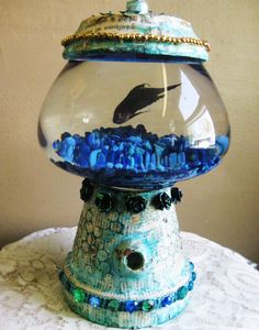 DIY bubble gum machine fish bowl :: This is great, but where's the oxygen source ~ or is that a fake fish!?