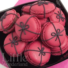 Macarons de frambuesa y chocolate / Raspberry and chocolate macarons | Flickr - Photo Sharing!