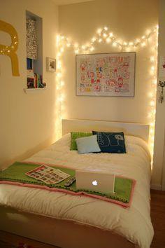 Tão simples e tão bonito, que nem rola uma desculpa pra não fazer :) pisca-pisca como cabeceira de cama.