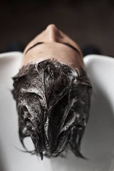 man getting hair washed in salon sink Hair Salon Pictures, Home Hair Salons, Hair Salon Logos, Hair Photography, Color Shampoo, Healthy Hair Tips, Hair Serum, Textured Hair, Barber Shop