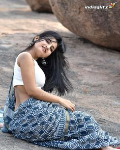 Cute Beauty, Beauty Full Girl, Beauty Women, Most Beautiful Indian Actress, Beautiful Actresses, Kerala Saree Blouse Designs, Glamour Photo Shoot, Snake Girl, Stylish Blouse Design