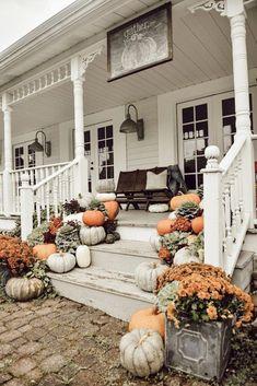fall decor ideas for the porch Farmhouse Fall Porch Steps - Veranda Design, Farmhouse Front Porches, Fall Front Porches, Front Porch Steps, Houses With Front Porches, Autumn Porches, Front Porch Design, House With Porch, Fall Home Decor