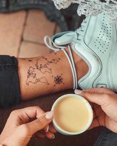 the winds rose tattoo: meaning, styles and inspiring photos Dope Tattoos, Dream Tattoos, Mini Tattoos, Future Tattoos, Unique Tattoos, Leg Tattoos, Beautiful Tattoos, Body Art Tattoos, Small Tattoos