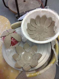 Slab constructed bowls-květy z kera.hlíny