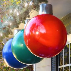 DIY Hanging Ornaments Check out these fun tips, tricks and hacks for decor & more in your home! Christmas Yard Decorations, Christmas Crafts To Make, Christmas Ornament Crafts, Homemade Christmas, Christmas Projects, Simple Christmas, Christmas Holidays, Large Outdoor Christmas Ornaments, Christmas Lights