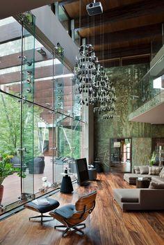 挑高大片落地窗玻璃設計