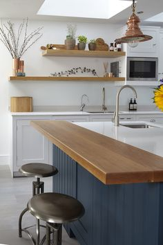 Spectacular Kitchen Remodel Ideas Before and After [Smart+Creative] Wood Kitchen Island, Condo Kitchen, Kitchen Benches, Kitchen Living, New Kitchen, Kitchen Remodel, Kitchen Decor, Kitchen Design, Wooden Benchtop Kitchen