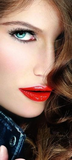 The women of today.the women in me! Laetitia Casta, Beautiful Lips, Beautiful Moments, Red Lip Makeup, Hair Makeup, Perfect Red Lips, Red Lipsticks, Mannequins, Sensual