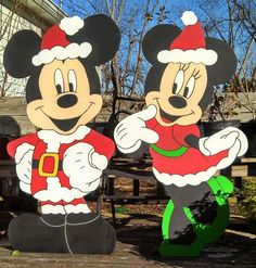 Mickey and Minnie Mouse Christmas yard art decorations. Mickey and Minnie Mouse Christmas yard art decorations. Christmas Lawn Decorations, Christmas Wood Crafts, Christmas Art, Christmas Projects, Christmas Patterns, Outdoor Decorations, Disney Diy, Disney Mickey, Wood Yard Art