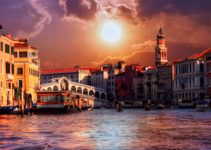 20 Most Beautiful Places in Italy Most Beautiful Cities, Beautiful Places To Visit, Cool Places To Visit, Places To Travel, Amazing Places, Best Places In Italy, Places In Spain, Venice Canals, Venice Italy