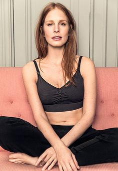 New Fast Food Bra Free. The optimal seamless bra, which fits just as well during pregnancy as nursing. The bra has a smooth contour, removable pads and extra wide support under the bust. Smart clips and cups that open with one hand makes breastfeeding quick and easy.