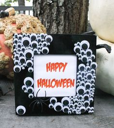 Easy Halloween Crafts #halloween #crafts #spooky #easy- put your favorite picture from that halloween and display it with the date!