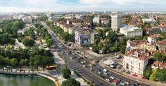 Στον δρόμο προς το τελωνείο του Προμαχώνα τα φορτηγά που συναντάς είναι περισσότερα από τα Ι.Χ. Εκατοντάδες φορτηγά επί ελληνικού και βουλγαρικού εδάφους αναμένουν τη δίοδο από το τελωνείο στα ελληνοβουλγαρικά σύνορα. Η πρώτη εικόνα μάς προδιαθέτει γι αυτό που θα διαπιστώσουμε στη γείτονα:Διαβάστε τη συνέχεια