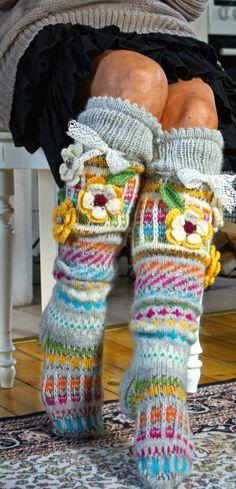 Knitted socks with crocheted embellishments Loom Knitting, Knitting Socks, Hand Knitting, Crochet Socks, Knit Crochet, Knitting Projects, Crochet Projects, Funky Socks, Wool Socks