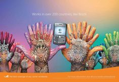 Campaña publicitaria con manos pintadas de AT 3