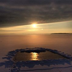 Throwback Tonka. #lakeminnetonka #minnesota #mn #exploremn #lake #minnetonka #tonka #mnlakelife #lakelife #throwbacktonka #winter #sunrise