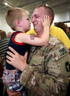 Google Image Result for http://thegazette.com/wp-content/uploads/2011/07/6630375-LAS-CORALVILLE-SOLDIER-HOMECOMING-07_18_2011-14.44.28.jpg