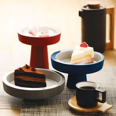 Designed by Kate Chung for JIA Inc, the bright Apertif Dou Plate has a self-standing, enigmatic form that turns the simple act of holding food into an elegant visual display
