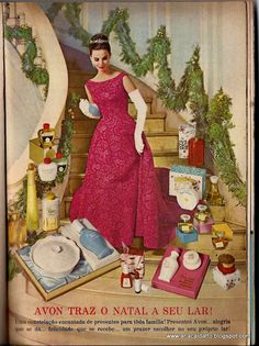 Momento nostalgia para nossa lembrança olfativa   vamos recordar dos famosos potes de talco e vidros de perfume Avon:     alguns itens qu...