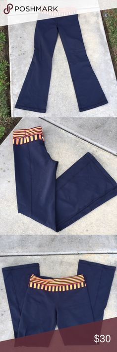 LuLulemon Reversible yoga pants a cute pair of reversable yoga pants // in blue and pink waist band // size 6 // no peeling // no rips or stains// great for workouts //🌻🌻 lululemon athletica Pants Leggings