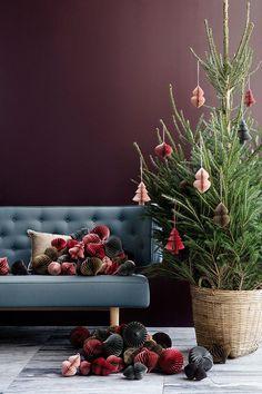 На календаре 1 ноября, а значит до Нового Года осталось каких-то два месяца, которые пройдут быстро и незаметно. Самое время задуматься о том, как будет выглядеть ваш дом в период праздников и сегодня у нас взгляд из Дании — замечательная рождественская коллекция домашнего декора от Broste Copenhagen. Лаконично, стильно, вдохновляюще!