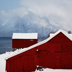 @Kimberly Adams, if it snows a little more, we need to find some barns to take pics of!