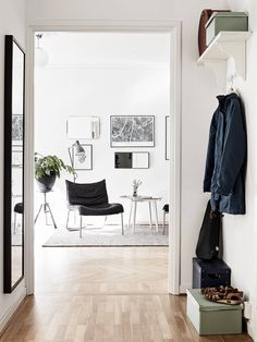 Hall mot matsal Entryway Bench, Home And Living, Interior Design, Houses, Furniture, Home Decor, Entry Bench, Nest Design, Homes