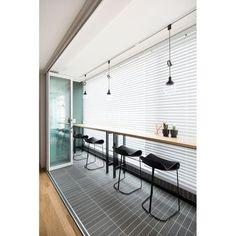 아파트·주택 인테리어 디자인, 카민디자인 정보 포트폴리오 제공 Studio Interior, Apartment Interior, Interior Design, Workspaces Design, Muji Home, Wall Seating, Built In Bench, Space Architecture, Natural Interior