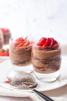 Video: Chocoladetiramisu met verse aardbeien - OhMyFoodness