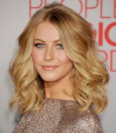 Medium Wavy Hairstyle: Celebrities Haircuts for Waves Hair