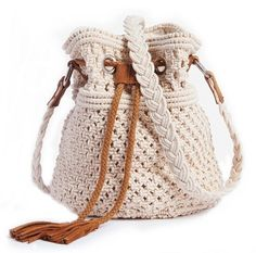 Macramé bucket bag from Mademoiselle R. Soft, casual bag in vintage macramé with leather trim : bag on trend and perfect for Macrame Purse, Macrame Dress, Macrame Knots, Macrame Jewelry, Crochet Handbags, Crochet Purses, Pochette Portable, Boho Bags, Macrame Projects