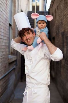 Ratatouille Cute Family Halloween Costume These adorable babies below are rocking the show! Check out the cute baby wearing Halloween costumes. Creative Halloween Costumes, Halloween Outfits, Two People Halloween Costumes, Original Halloween Costumes, 3 People Costumes, Celebrity Halloween Costumes, Last Minute Halloween Costumes, Woman Costumes, Halloween Karneval
