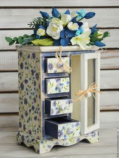 30 Stunning Wooden Home Farmhouse Style - Room Dekor 2020 Decopage Furniture, Decoupage Wood, Recycled Furniture, Painted Furniture, Small Furniture, Home Decor Accessories, Decorative Accessories, Decorative Boxes, Shabby Chic Upcycling