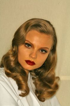 puppetwithapistol: Magdalena Frackowiak backstage at Valentino Beauty Makeup, Hair Makeup, Hair Beauty, Pelo Retro, Color Rubio, My Hairstyle, Looks Vintage, Up Girl, Vintage Hairstyles