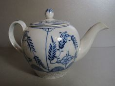 18th Early 19th CENTURY Antique English Blue & White Porcelain Small Teapot (2)  £17