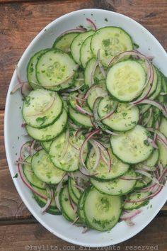Ensalada de pepino y cebolla / Cucumber salad with red onions, lime and cilantro Cucumber Recipes, Veggie Recipes, Mexican Food Recipes, Vegetarian Recipes, Chicken Recipes, Cooking Recipes, Healthy Recipes, Cucumber Salad, Juicer Recipes