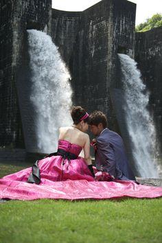 80年の歴史ある、豊稔池ダム前で撮影